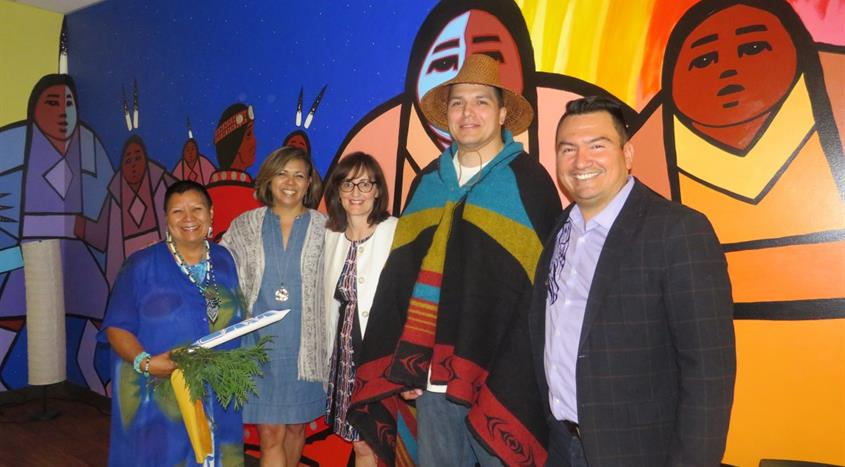 Elder Roberta Price, Leslie Bonshor, Dr. Patty Daly, artist Paul Windsor and Chief Ian Campbell